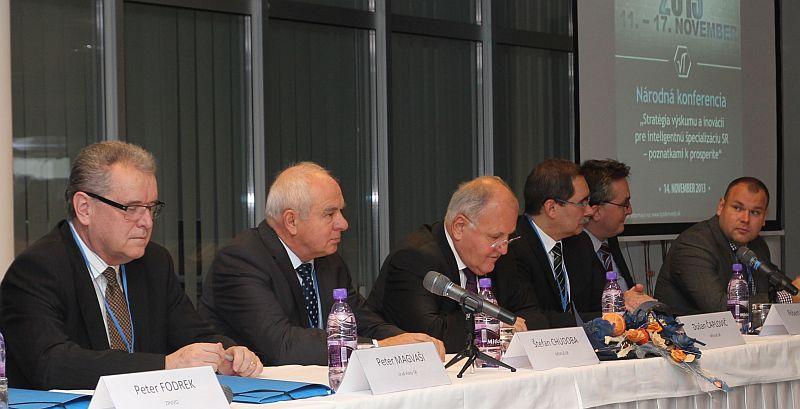 Národná konferencia TVT 2013 v CVTI SR_predsednícky stôl